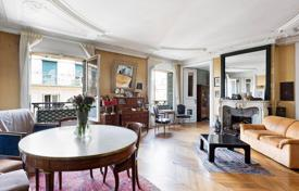 Apartments for sale in France. Paris 8th District – An elegant over 200 m² apartment in a prime location