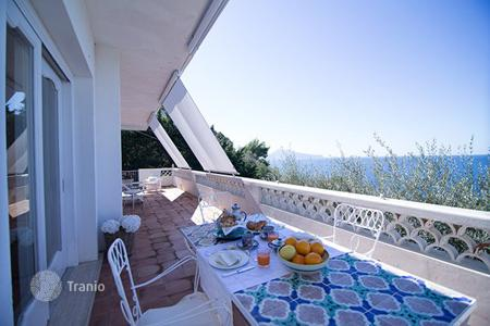 Villas and houses for rent with swimming pools in Amalfi. Villa Argentum