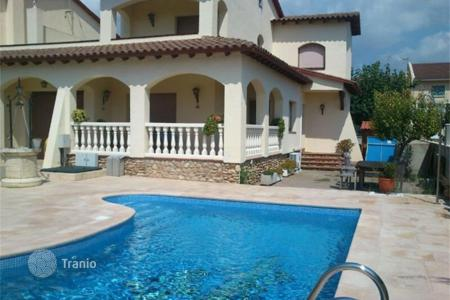4 bedroom houses by the sea for sale in Costa Dorada. Villa – Creixell, Catalonia, Spain