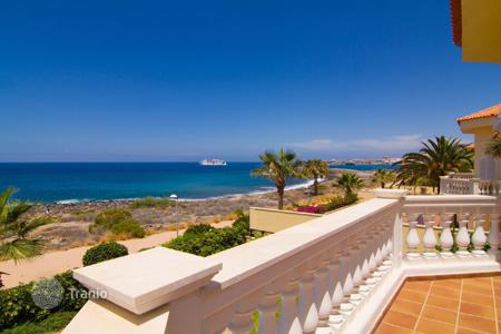 Luxury houses with pools for sale in Canary Islands. Villa – Los Cristianos, Canary Islands, Spain