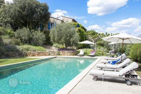 5 bedroom villas and houses by the sea to rent in Côte d'Azur (French Riviera). Bastide Enchantee