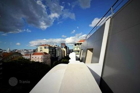 4 bedroom apartments for sale in Lisbon. Duplex apartment in the center of Lisbon, Portugal