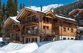 4 bedroom apartments to rent in Switzerland. Compact apartment with 3 bedrooms, balcony, fireplace, parking and garden, just 100 m from the ski lift. Switzerland, Verbier.