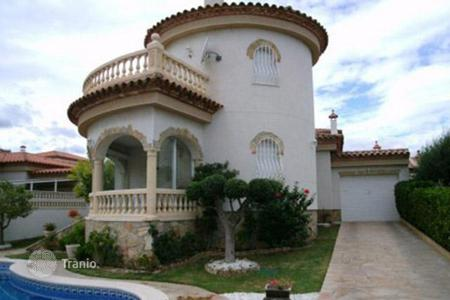 Coastal houses for sale in Costa Dorada. Villa - Miami Platja, Catalonia, Spain
