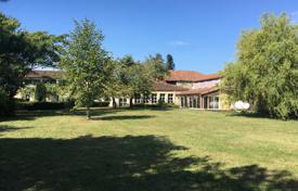 5 bedroom houses for sale in Gers. Spacious villa with a landscaped garden and a swimming pool, 1 minute walk from the city center, Gers, France