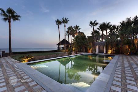 Luxury houses with pools for sale in Andalusia. Villa for sale in Los Monteros Playa, Marbella East