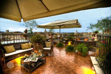 Hotels for sale in Italy. Four-star hotel in the heart of Rome