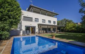 Luxury houses for sale in Barcelona. Three-storey modern villa with a lift, a swimming pool, a garden and a veranda, in a prestigious area, Esplugues de Llobregat, Spain