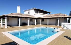 Property for sale in Tavira. Attractive villa with pool on elevated plot with sea views next to Santo Estêvão