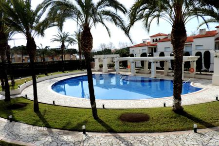 Coastal apartments for sale in S'Agaró. Luxury apartment located in a prestigious complex. Very good location next to the picturesque Sant Pol beach