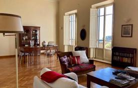 3 bedroom apartments for sale in Florence. Bright apartment with panoramic views and private garden, Settignano, Florence, Italy