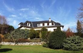 Cheap houses for sale in South - Pyrenees. Wonderful house with an unrestricted view 10 minutes south of Tarbes, France