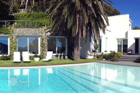 Luxury 5 bedroom houses for sale in Liguria. Furnished villa in Bergeggi, Italy. House with a garden, a swimming pool and a panoramic sea view, in a prestigious district