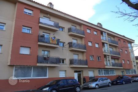 Foreclosed 4 bedroom apartments for sale in Costa Brava. Apartment – Olot, Catalonia, Spain