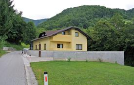 Property for sale in Smarje pri Jelsah. This is a detached house situated in a quiet area, surrounded by unspoilt nature less than 2 km away from town of Rogaška Slatina