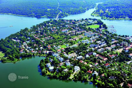 Off-plan property for sale in Brandenburg. New modern townhouse for 2 families only 200 m from the lake in Potsdam, a suburb of Berlin