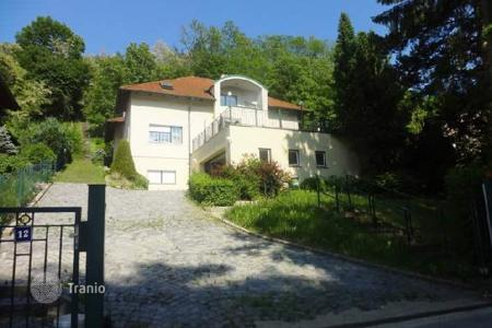 Houses with pools for sale in Austria. Fantastic villa with pool in Münichsthal