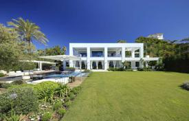 Houses for sale in Puerto Banús. Unique villa with direct access to the beach in Puerto Banus, Andalusia, Spain