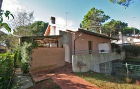 Coastal houses for sale in Friuli-Venezia Giulia. Lovely low maintenance facebrick home situated in a nice quiet area, 2 bedrooms