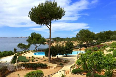 3 bedroom apartments for sale in Balearic Islands. Apartment with a sea view