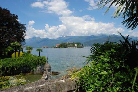 2 bedroom apartments by the sea for sale in Stresa. Apartment – Stresa, Piedmont, Italy