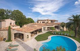 Luxury houses with pools for sale in Saint-Paul-de-Vence. Saint-Paul de Vence — Luxurious Provencal villa