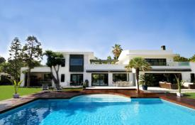 4 bedroom houses for sale in Malaga. Designer villa with a plot, a pool, a parking and a terrace, San Pedro de Alcantara, Spain