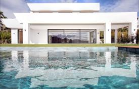 Houses with pools for sale in Spain. Stunning Contemporary New Villa La Alqueria, Benahavis