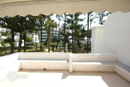 Coastal property for sale in Puerto Banús. Three-bedroom apartment in Puerto Banus, Spain. Flat with a terrace, in a beachfront residence