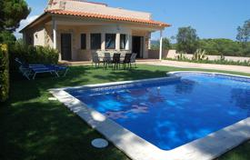 Villas and houses to rent in Lloret de Mar. Villa with a fireplace, a pool, a garden, and a terrace with a panoramic sea and mountain view, in a quiet district of Lloret de Mar, Spain