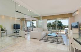 Coastal apartments for sale in Côte d'Azur (French Riviera). Modern flat with a terrace and sea views, near the beach, Californie Pezou, Cannes, France