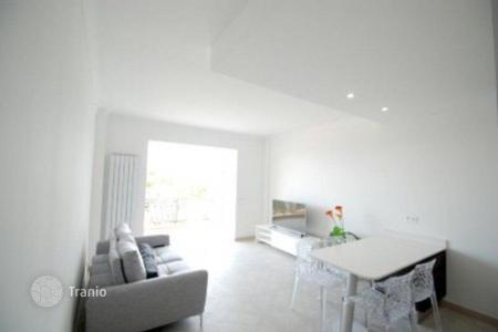 2 bedroom apartments for sale in Villefranche-sur-Mer. Renovated apartment in a residence with parking, in front of the promenade, in Villefranche-sur-Mer, Cote d`Azur, France