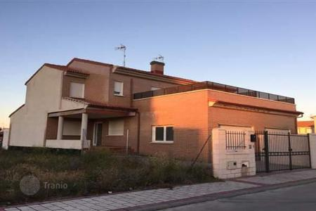 Cheap houses for sale in Castille and Leon. Villa – Valladolid, Castille and Leon, Spain