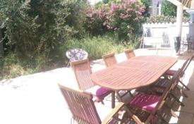 Cheap 2 bedroom apartments for sale in Bouches-du-Rhône. Lovely apartment with private garden