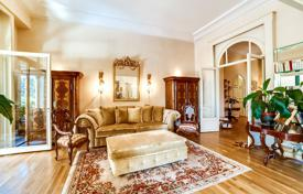 5 bedroom apartments for sale in France. Spacious apartment with a parking in a residential complex in the center of the park, Cannes, France