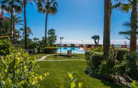 2 bedroom apartments for sale in Andalusia. Outstanding Garden Level Apartment in Malibu, Puerto Banus, Marbella