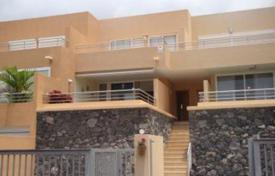 Townhouses for sale in Santa Cruz de Tenerife. Terraced house – Adeje, Canary Islands, Spain