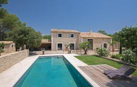Villas and houses to rent in Saint-Saturnin-lès-Apt. Luberon — High end contemporary Mas