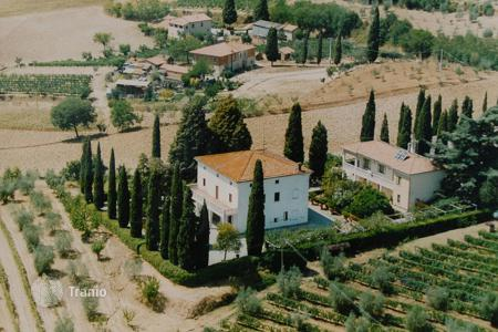 Luxury houses for sale in Montepulciano. Villa with park in Montepulciano