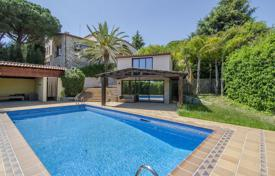 4 bedroom houses for sale in Cabrera de Mar. Luxury villa with a pool, a tennis court and a separate apartment, Cabrera de Mar, Spain