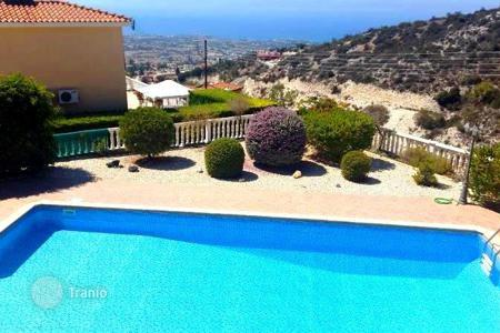 4 bedroom houses for sale in Paphos (city). Comfortable villa with garden and pool, with panoramic views of the sea, Cyprus