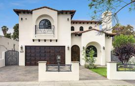 5 bedroom houses for sale in North America. Furnished villa with swimming pool and hot tub, Los Angeles, USA