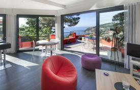 2 bedroom houses for sale in Côte d'Azur (French Riviera). Modern villa with a garden, a terrace and a jacuzzi, close to the sea and the Old Town, Villefranche-sur-Mer, France