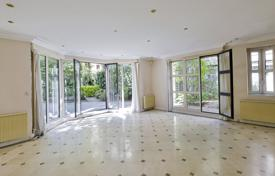 Neuilly-sur-Seine. An exceptional property with a garden. for 3,465,000 €