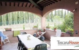 Luxury 3 bedroom houses for sale in Siena. Villa – Siena, Tuscany, Italy