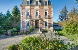 6 bedroom houses for sale in Ile-de-France. Ville d'Avray – A superb period property