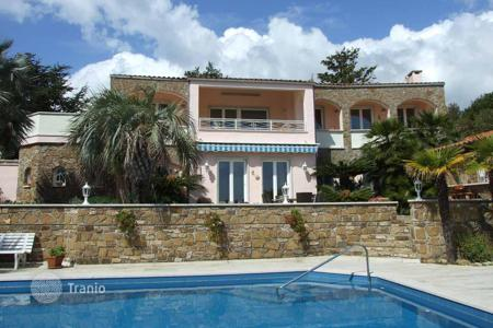 Houses for sale in Cipressa. Renovated villa in Cipressa, Italy. Large swimming pool, barbecue area, parking