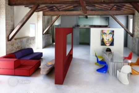 2 bedroom apartments for sale in Florence. Renovated apartment with a loft, in a building with an elevator, Florence, Italy. High rental potential!