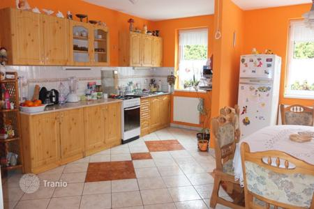Residential for sale in Tát. Detached house – Tát, Komarom-Esztergom, Hungary