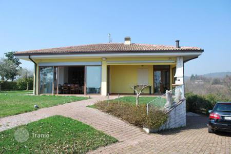 5 bedroom houses by the sea for sale in Lombardy. Villa - Lombardy, Italy